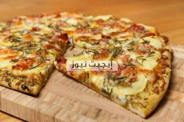 بيتزا البطاطس بدون عجن