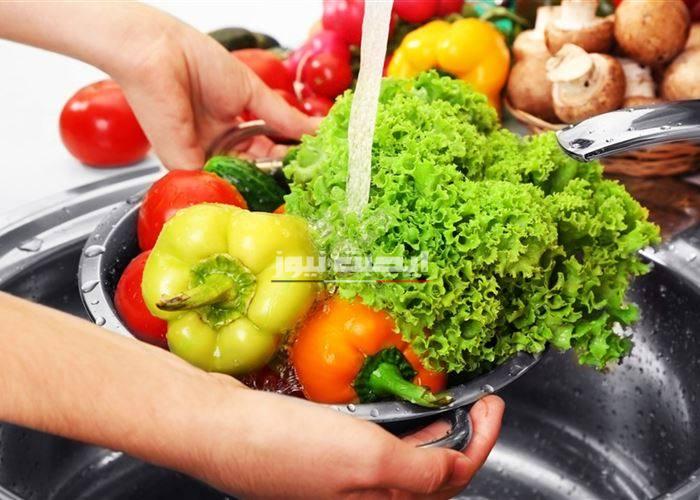 طرق لغسل الخضار والفاكهة للحماية من الجراثيم