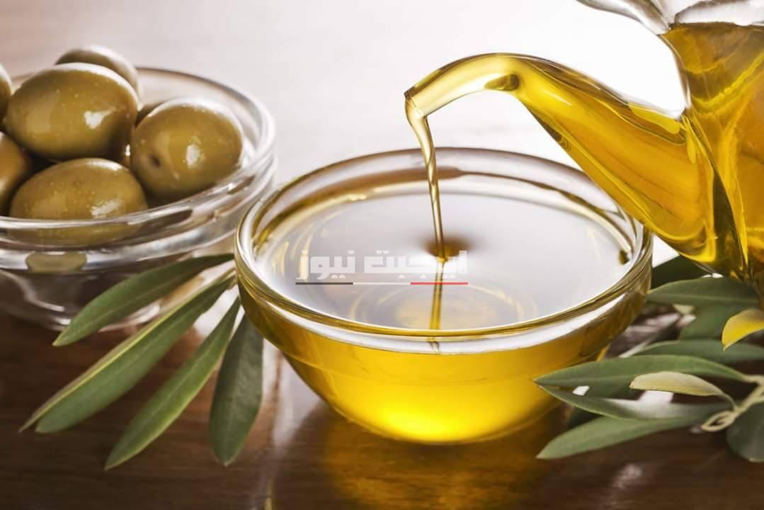 وصفة زيت الزيتون الدافئ لتطويل الأظافر والحفاظ عليها