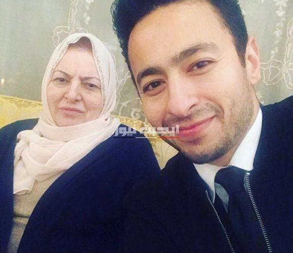 حمادة هلال يسترجع ذكرياته مع والدته بكلمات مؤثرة