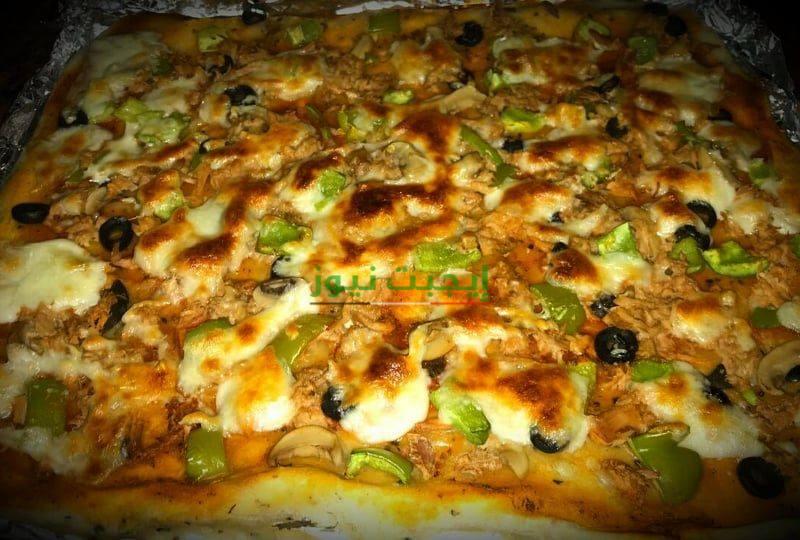 طريقة عمل بيتزا التونة في خطوتين للمبتدئين