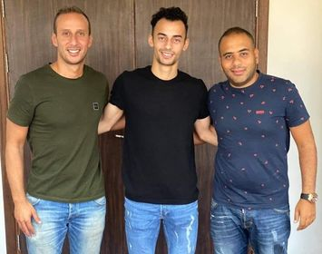 الأهلي يتعاقد رسمياً مع الهارب أحمد عبدالقادر