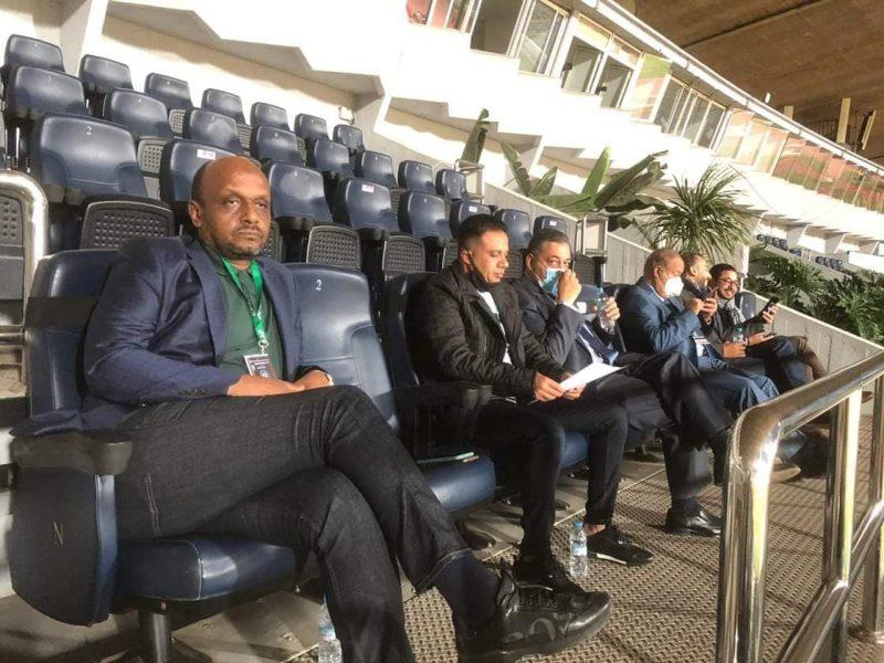 السفير المصري يدعم الزمالك من الملعب وتشديدات أمنية