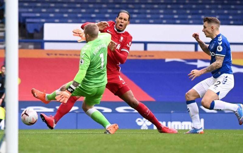 ليفربول يعلن إصابة فان دايك رسميًا بالرباط الصليبي