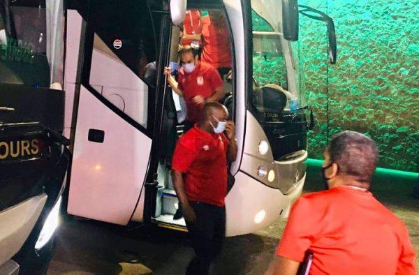 حافلة الأهلي تصل ملعب اللقاء لمواجهة بيراميدز