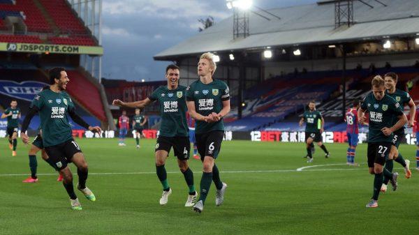 نتيجة الشوط الأول مباراة بيرنلي وكريستال بالاس في الدوري الإنجليزي
