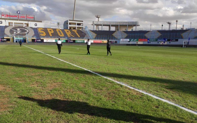 لاعبو الزمالك يعاينوا أرضية ملعب بترسبورت استعدادًا لمباراة أسوان