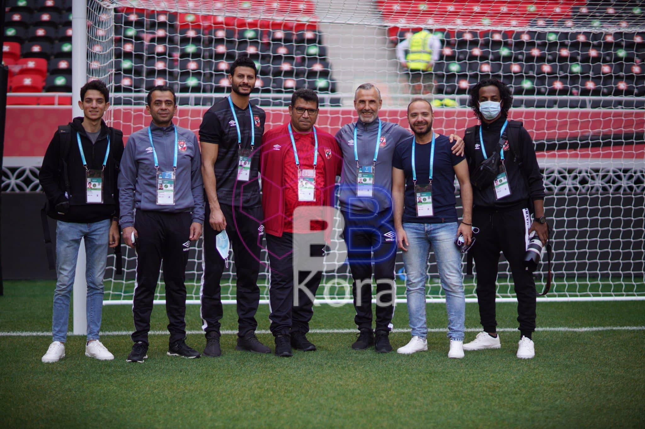 الأهلي يفحص ملعب أحمد بن علي الذي يستضيف مواجهة بايرن ميونخ