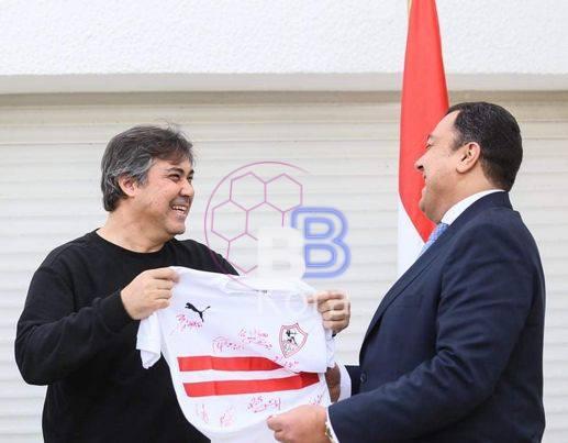 الزمالك يمنح سفير مصر في تونس درع النادي