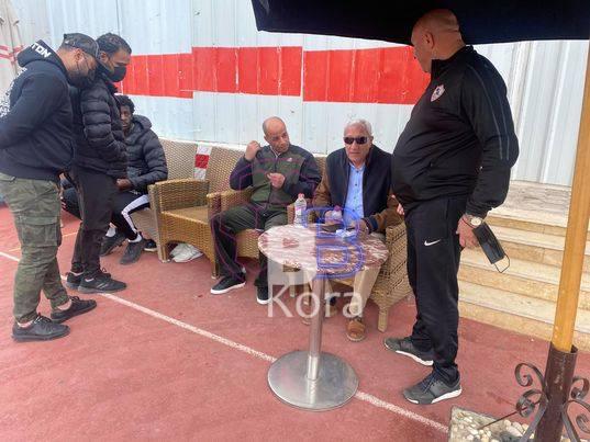 رئيس الزمالك يدعم لاعبو الفريق قبل السفر إلي الجزائر